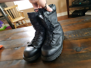 Boots - Canadian Forces Army Size 10 mens
