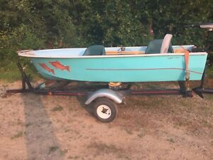 12' Fishing boat with lots of extras!