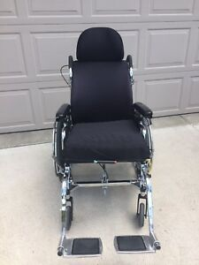 MAPLE LEAF WHEELCHAIR
