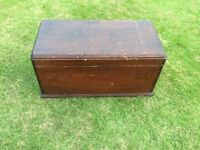 STORAGE CHEST IN SOLID WOOD