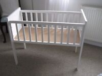 Mothercase Hyde bedside crib/small cot