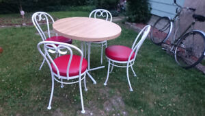 Hauser table and chair set, great condition