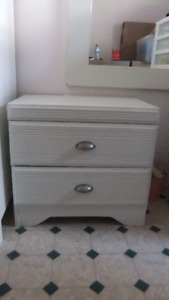 2 bedside night tables in exc cond