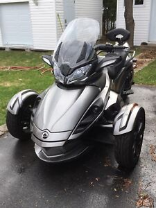 Can-Am spyder STS 2013.