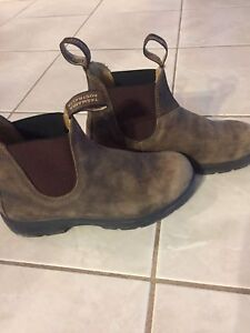 Like NEW Blundstone shoes!! Size 8.5
