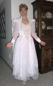NEW WITH TAGS Lilia Smith Western Wedding Dress Size 5/6