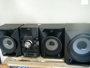 Sony MHC-EC 919 iP 700 watt Bookshelf System