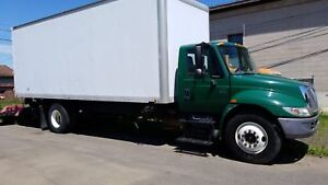 2006 INTERNATIONAL 4300 CUBE VAN DT486