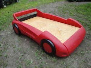 Lit d'auto modèle sport