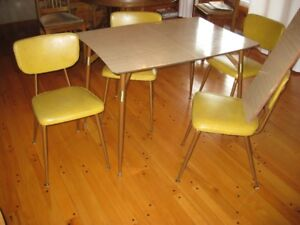 MID CENTURY KITCHEN DINETTE WITH 4 CHAIRS