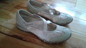 Souliers sandales 8.5 SKECHERS.
