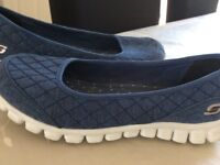 Ladies Skechers size 7
