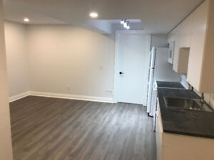 Spacious Bright 1+den Apartment - Humewood/Cedarvale