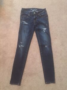 Woman's American Eagle jeggings