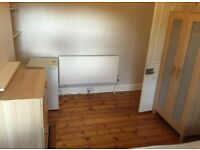 Perfect location large double room to rent on old Kent road close to elephant and castle