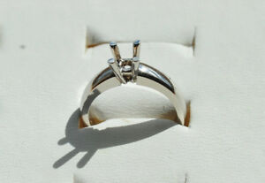 14kt White Gold solitaire mount NEW size 51/2 -53/4