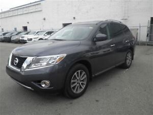 2014 Nissan Pathfinder SV | Heated Seats | Bluetooth | Backup CA