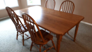Oak Dining Table w/ 4 Windsor Back Chairs