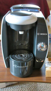 Bosch Tassimo Single Serve Coffee maker! With Extras! See Pics!