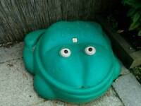 Step2 green frog sand pit