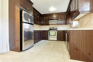 MUST SEE - 3 bed 2 bath main floor of house in fantastic area!