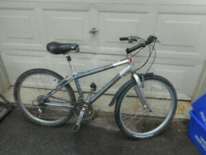 Gary Fisher Capitola Hybrid bike ..excellent condition