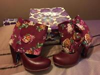 Daisy Floral Cuffs Irregular Choice size 40
