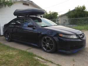 Car roof box excellent condition - similar Thule Yakima carrier