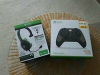 Xbox one controller and head phones