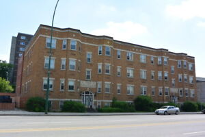 Bachelor+Den Apartment near Cathedral Area - 2231 Albert St.