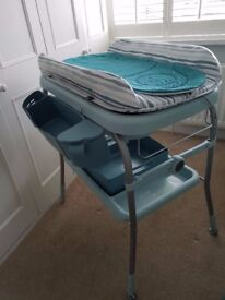 Chicco Cuddle & Bubble foldable bath and changing station in excellent condition