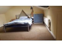 Double room for single person. All bills included. 1 week deposit. Wireless internet. No agency fees