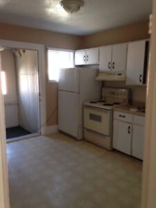 STUDENTS!  4 Bed! Great unit near Uni and DT!  w/Laundry!!
