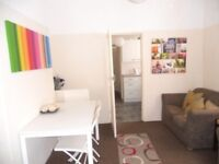 Double room all bills incl. in great share just 5 min walk to Nottingham train station!