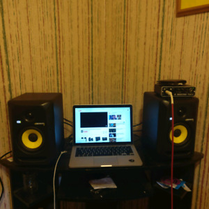 Krk rockit 5 studio monitors in mint condition
