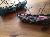 2 small shipwreck ornamental