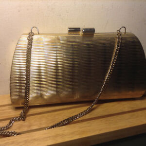 Vintage Metal Gold Even Clutch Purse Hardcase W Chain