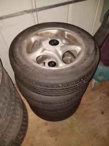 Set of 4 All Season Tires 195/60/15 on Hyundai Alloy Rims