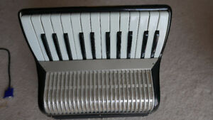 Small piano accordion and skb guitar case
