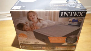 GRAND LIT GONFLABLE INTEX