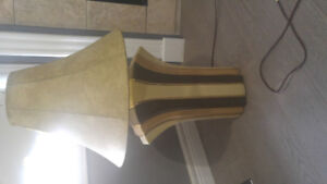 2 matching table lamps.