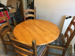 Round table + 4 chairs