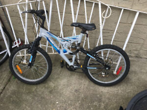 Boys bike, for a 6-9 year old