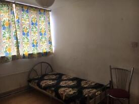 1 person to share a double room £300pcm