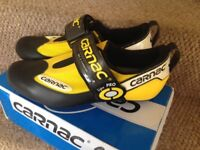 Size 42 cycling shoes