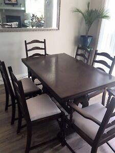 Solid Oak Tudor Rose Motif Dining Table & 6 Chairs