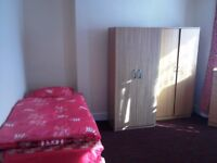 Nice twin room -share or private- to rent in Walthamstow, all bills included, free wifi, ID:388