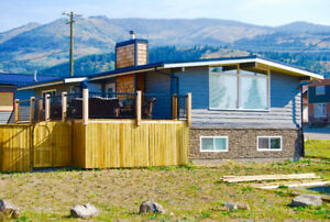 Custom, High-end Home w/Triple Garage - Crowsnest Pass