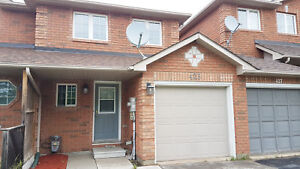 Beautiful 2.5 Bedroom Townhouse - Move-in Ready! 425 Ferndale S.