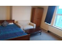 Large double room for decent people